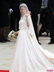 royal-wedding-kate-middleton-arrives-1-435x580