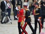 royal-wedding-prince-william-harry-arrive-2-580x435