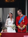 Royal-Wedding-William-and-Kate-Kiss-2-435x580