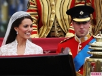 Royal-Wedding-William-and-Kate-Leave-as-Prince-and-Princess-2-580x435
