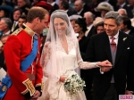 royal-wedding-william-kate-at-altar-3-580x435