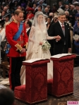 royal-wedding-william-kate-at-altar-435x580